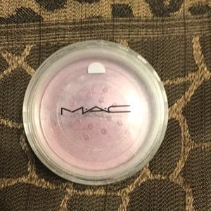 MAC Ever Opal Pearlized Sheer Pigment
